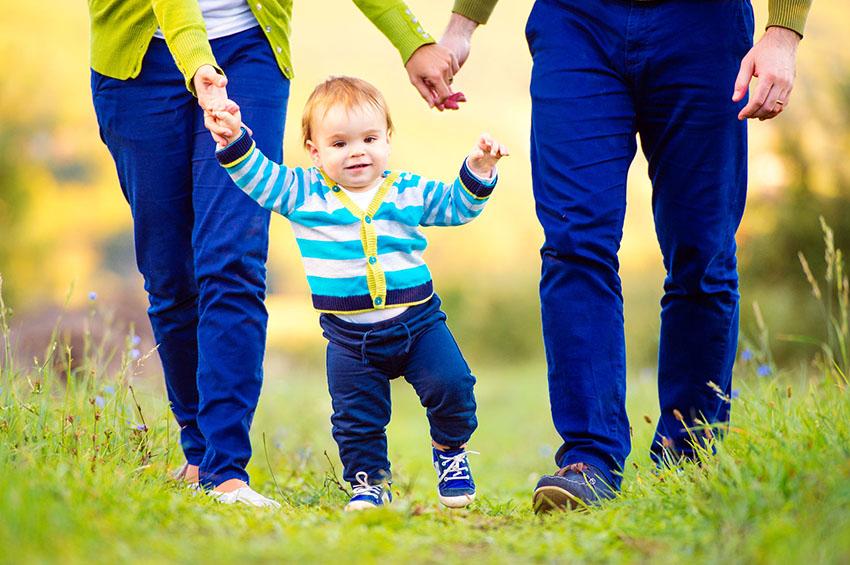 imparare a camminare bambino